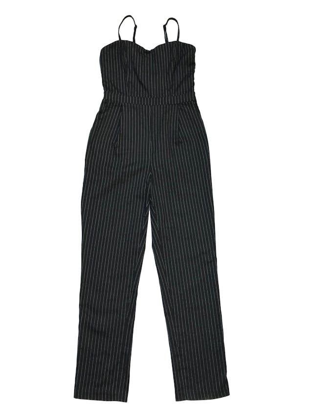 Enterizo pantalón de tela tipo gabardina negra con líneas, tiras regulables, bolsillos y cierre laterales. Busto 90cm, Cintura 70cm, Largo desde sisa 120cm foto 1
