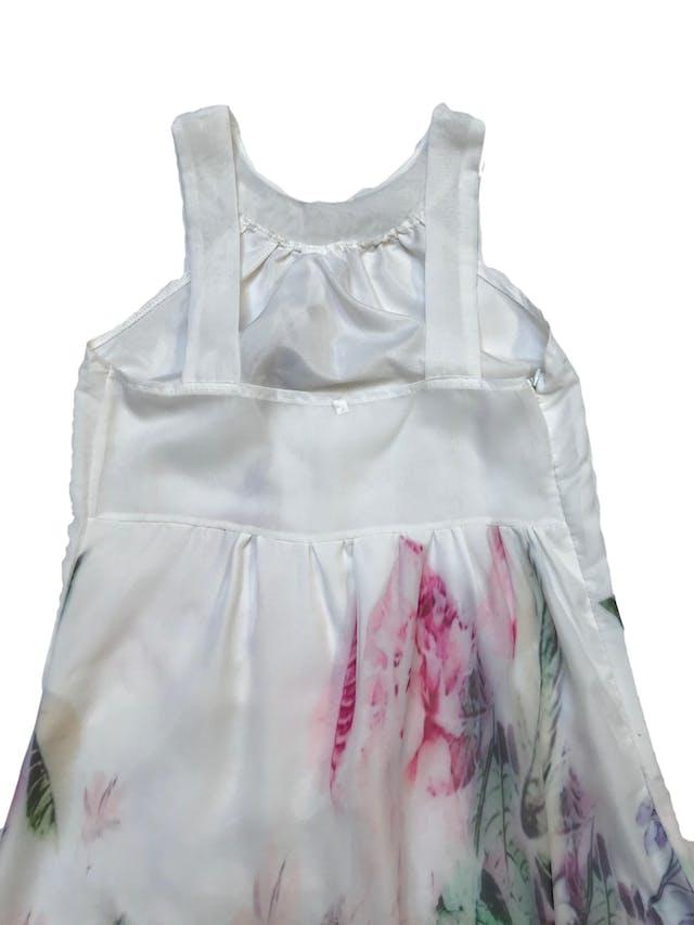 Vestido largo de gasa blanca con flores, tiene cierre lateral y forro mini. Busto: 90cm Largo desde sisa 120cm  foto 2