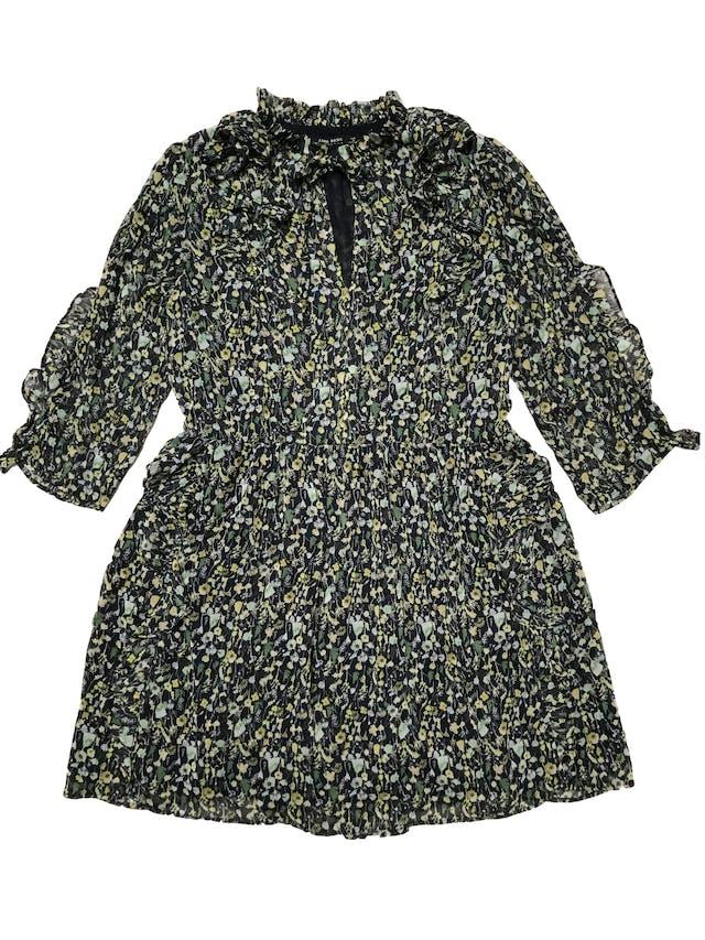 Vestido Zara de gasa azul con estampado de hojas verdes, se amarra en el cuello, volantes en cuello, mangas y falda, es forrado. Busto 100cm Largo 82cm foto 1