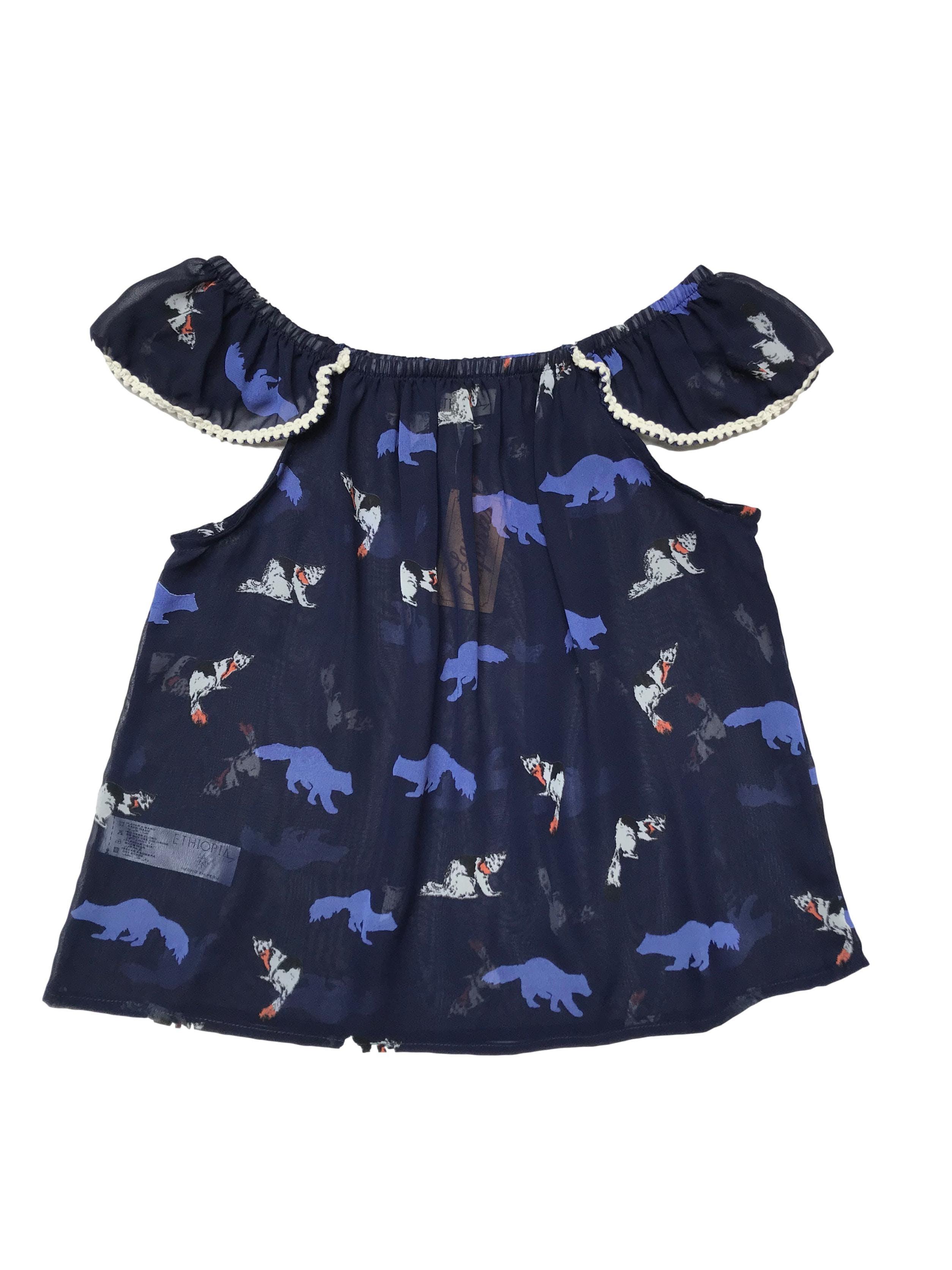 Blusa de gasa azul con estampado de animalitos, off shoulder con elástico.