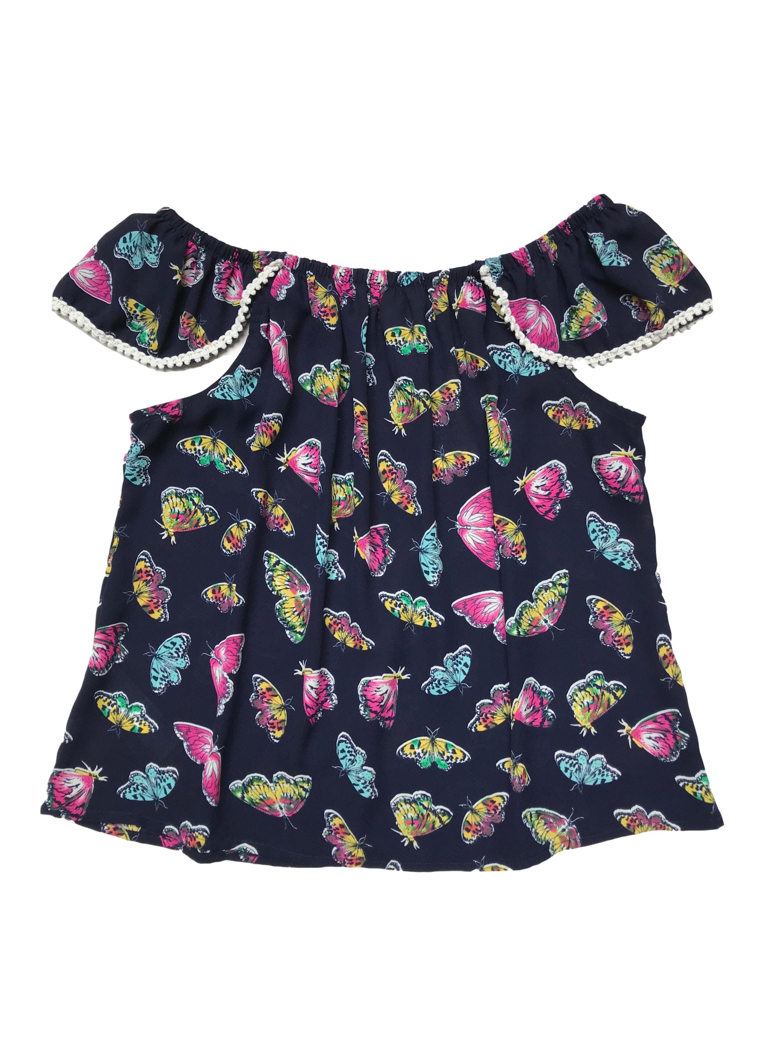 Blusa de gasa con estampado de mariposas, off shoulder elástico con detalle en ribetes.