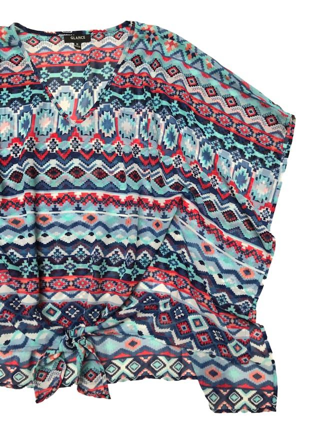 Blusa de gasa con estampado tribal en tonos azules, se amarra en la basta delantera. Busto 106 Largo 53 - 65cm foto 2