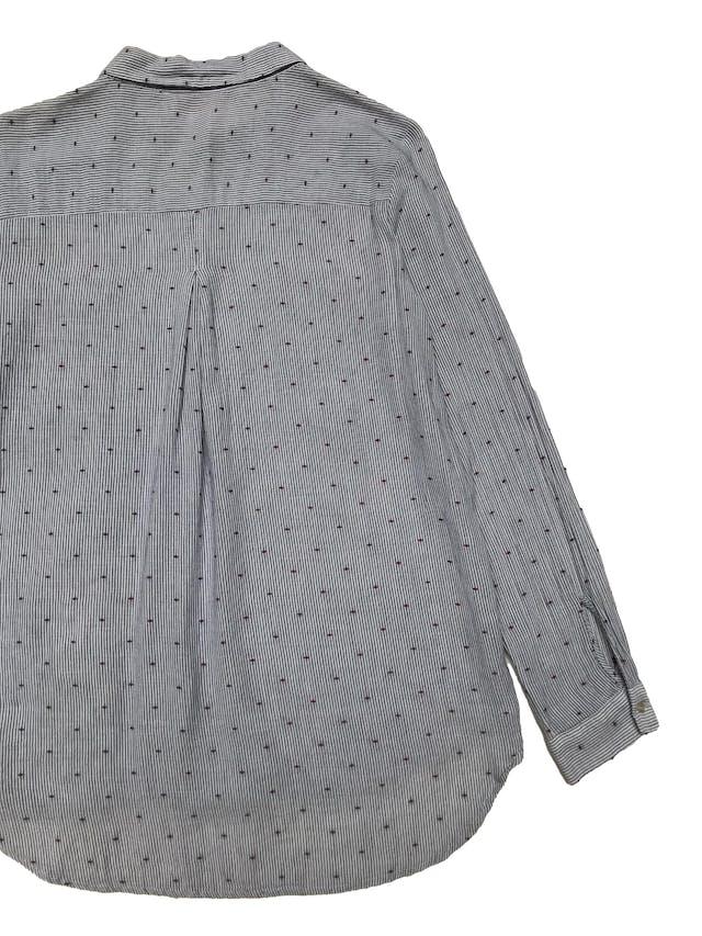 Blusa Zara de algodón a rayas con bordado guinda de circulitos, botones delanteros, bolsillos en el pecho y corte suelto. Busto 104cm Largo 65-70cm foto 2