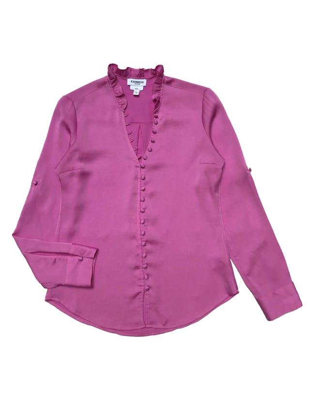 Blusa Express rosa chicle con fila de botones forrados y bobo en el cuello, mangas regulables con botón, es suelta. Busto 96cm Largo 60cm foto 1