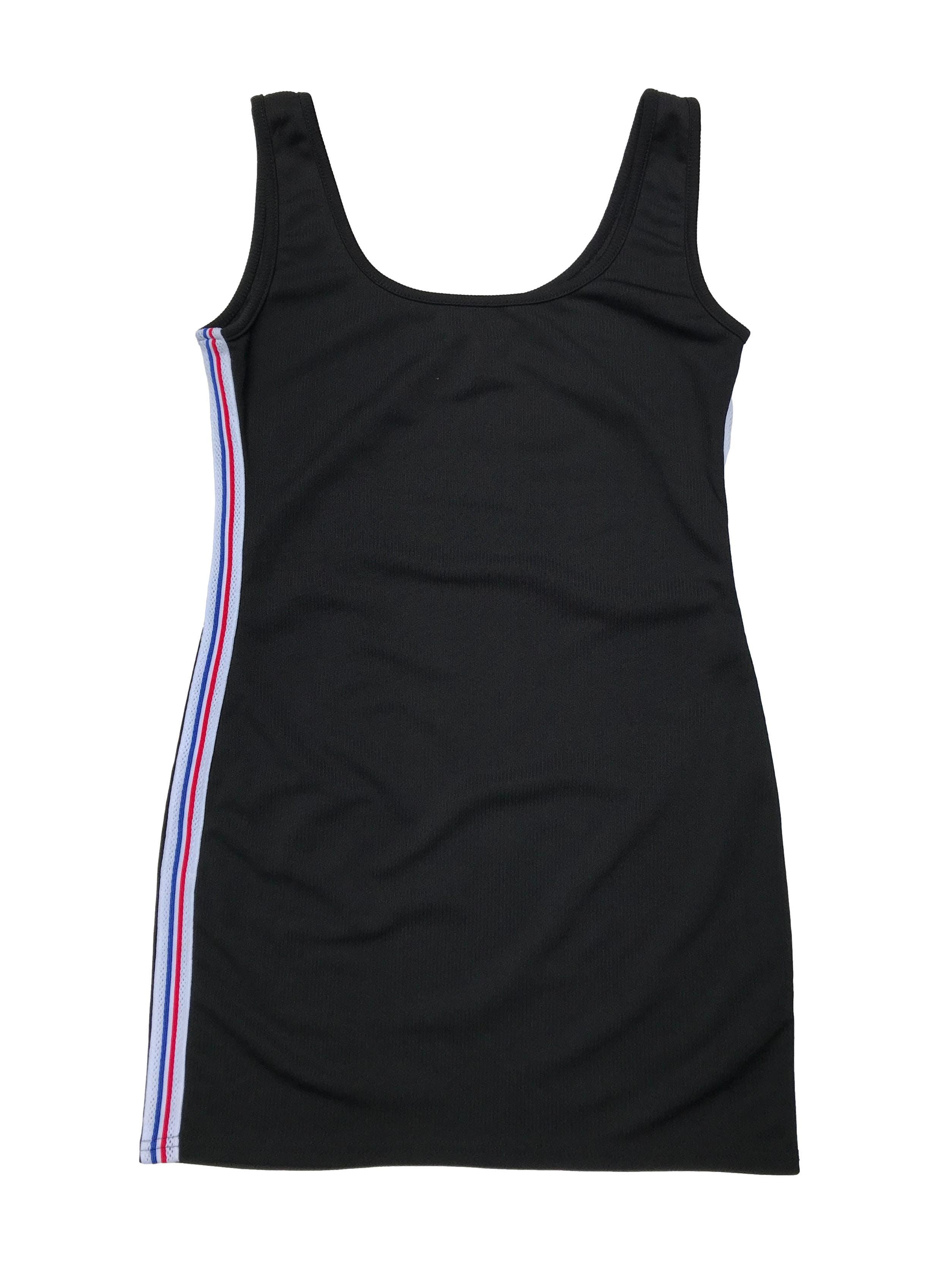 Vestido negro con textura en líneas, ligeramente stretch, con franjas laterales. Largo 80cm