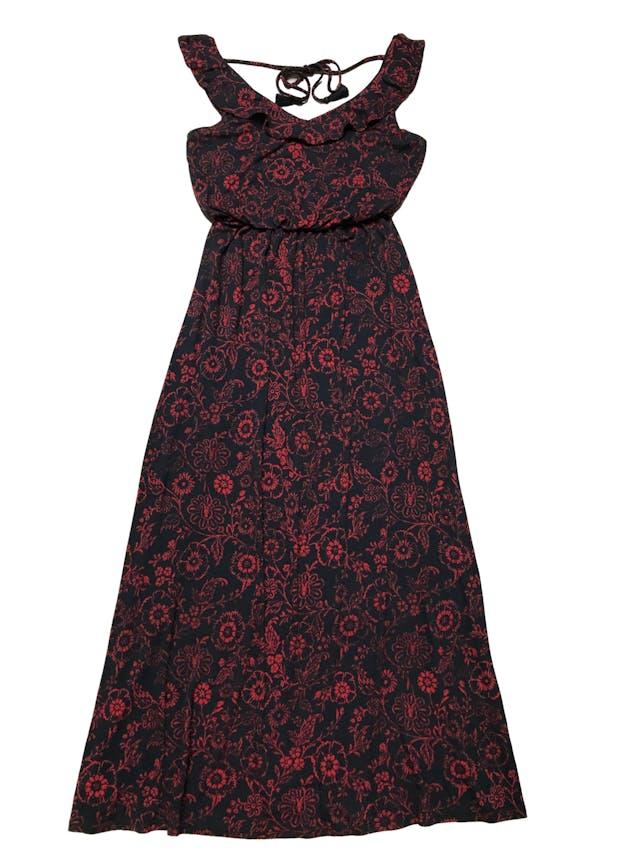 Vestido largo Loft azul con estampado de rojo de flores, tela tipo algodón con linda caída, elástico en la cintura, busto forrado, cuello con volante y pasador en la espalda. Largo 140cm. foto 1