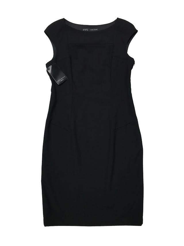 Vestido Zara negro tipo sastre, con cierre lateral y abertura posterior en la basta. Busto 98cm Largo 95cm. Nuevo con etiqueta. foto 1
