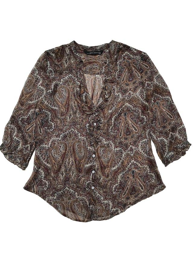 Blusa Zara 100% seda con estampado paisley, escote en V con bobos  y botones delanteros, mangas 3/4. Busto 98cm Largo 55-65cm foto 1