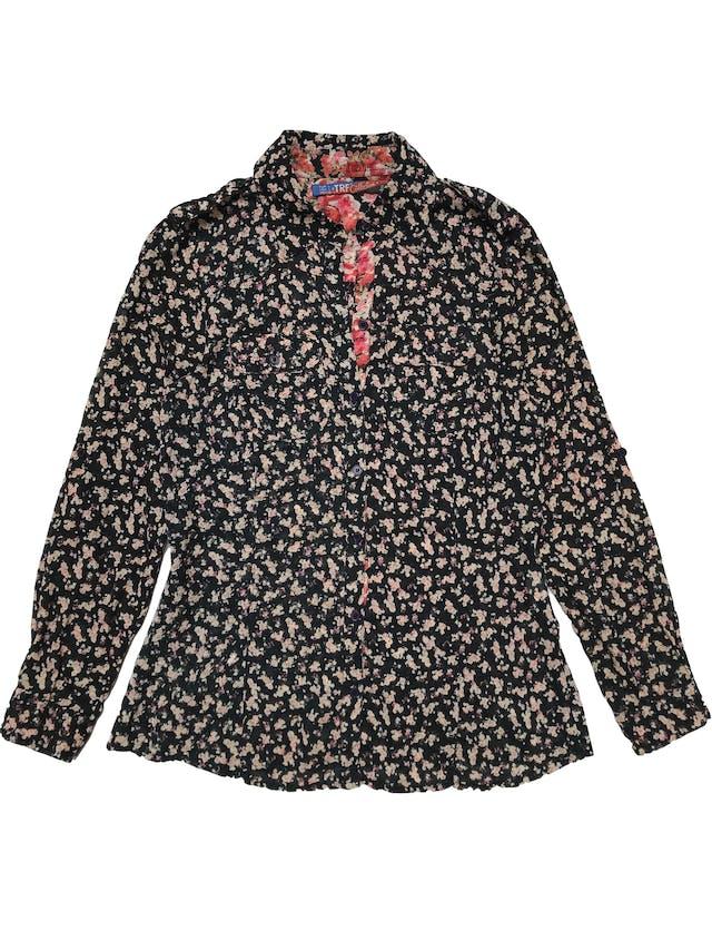 Camisa Zara 100% algodón negra con estampado de flores, tiene pinzas, botones y bolsillos delanteros. Busto 97cm Largo 60cm  foto 1