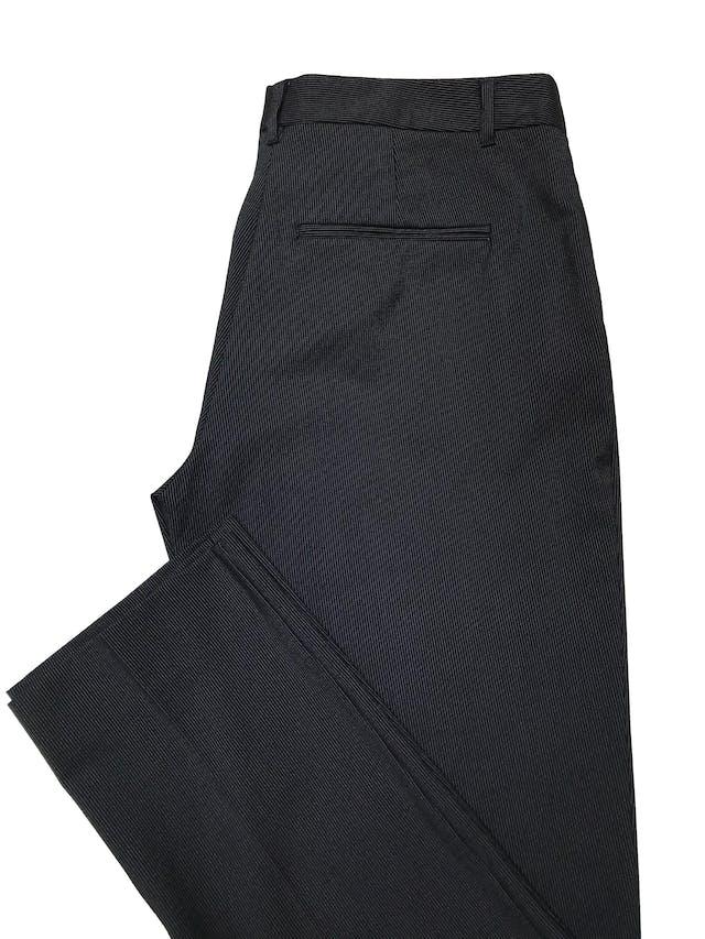 Pantalón Mango azul oscuro con líneas blancas, tiro medio, corte slim. Pretina 84cm Tiro 26cm Largo 100cm foto 3