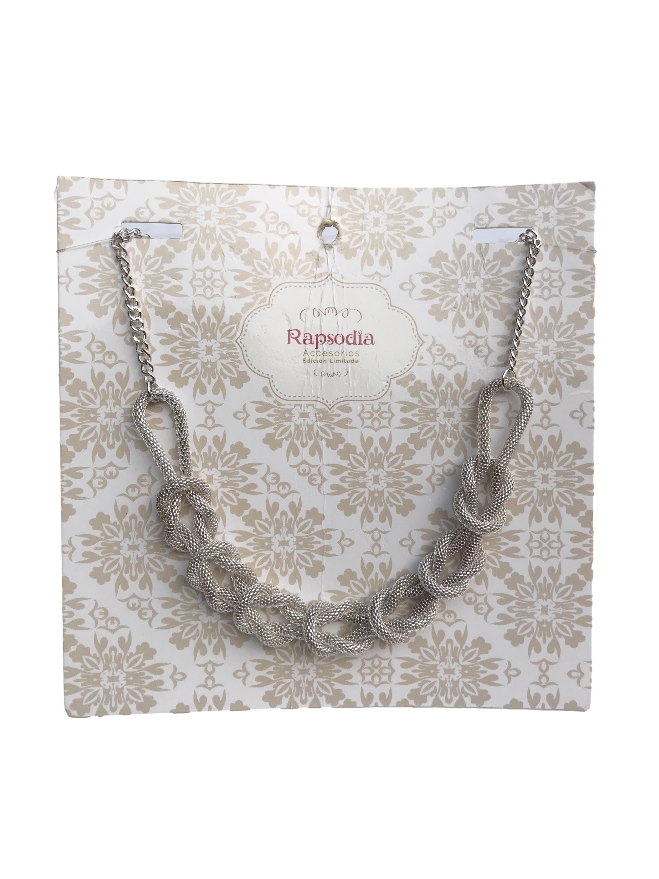 Collar cadena plateada con forma soga entrelazada. Largo 47cm. Nueva con etiqueta, precio original S/ 29.9