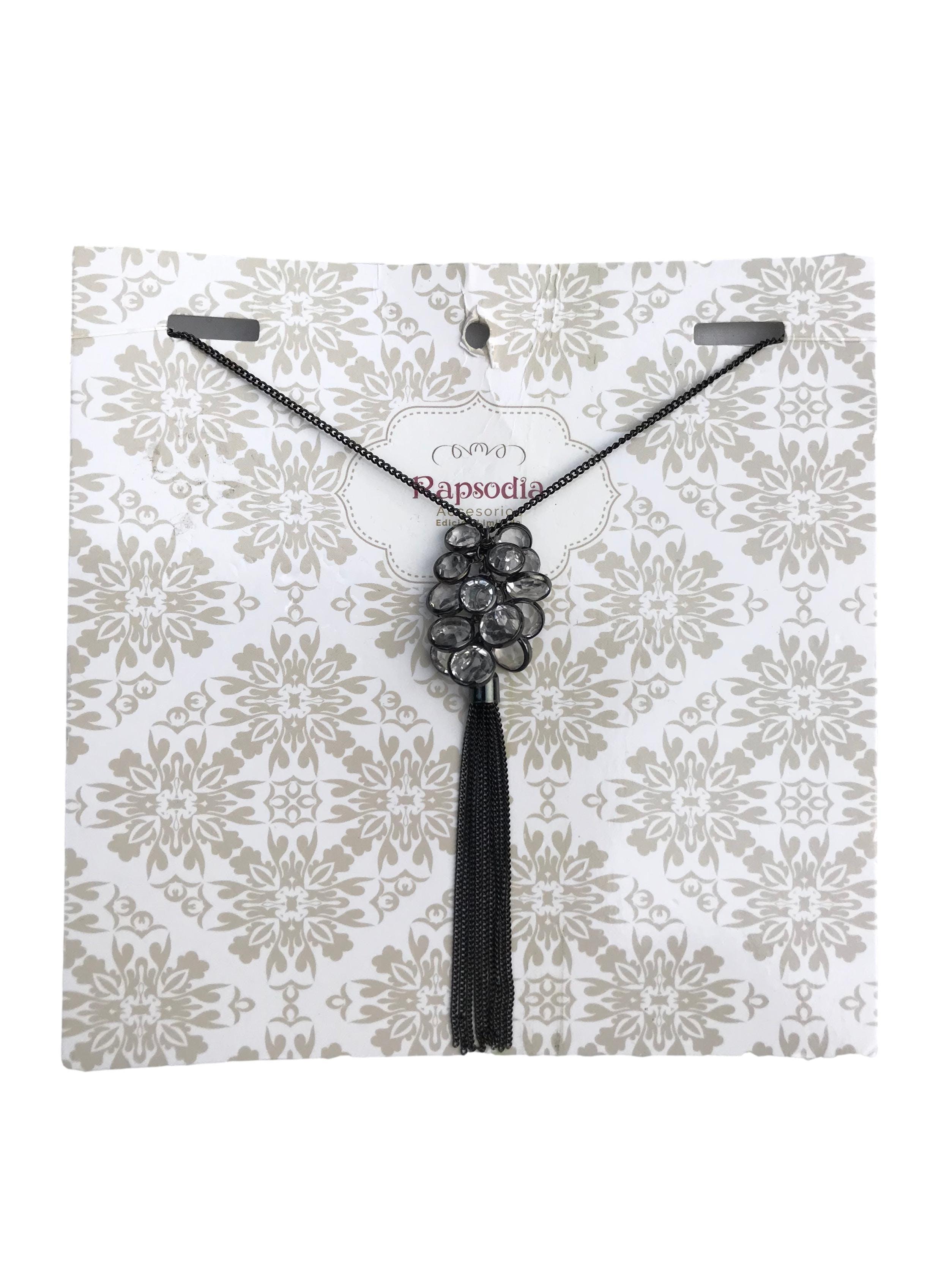 Collar cadena negra con dije largo de cristales y cadenitas colgantes. Largo 68cm. Nuevo con etiqueta, precio original S/ 29.9