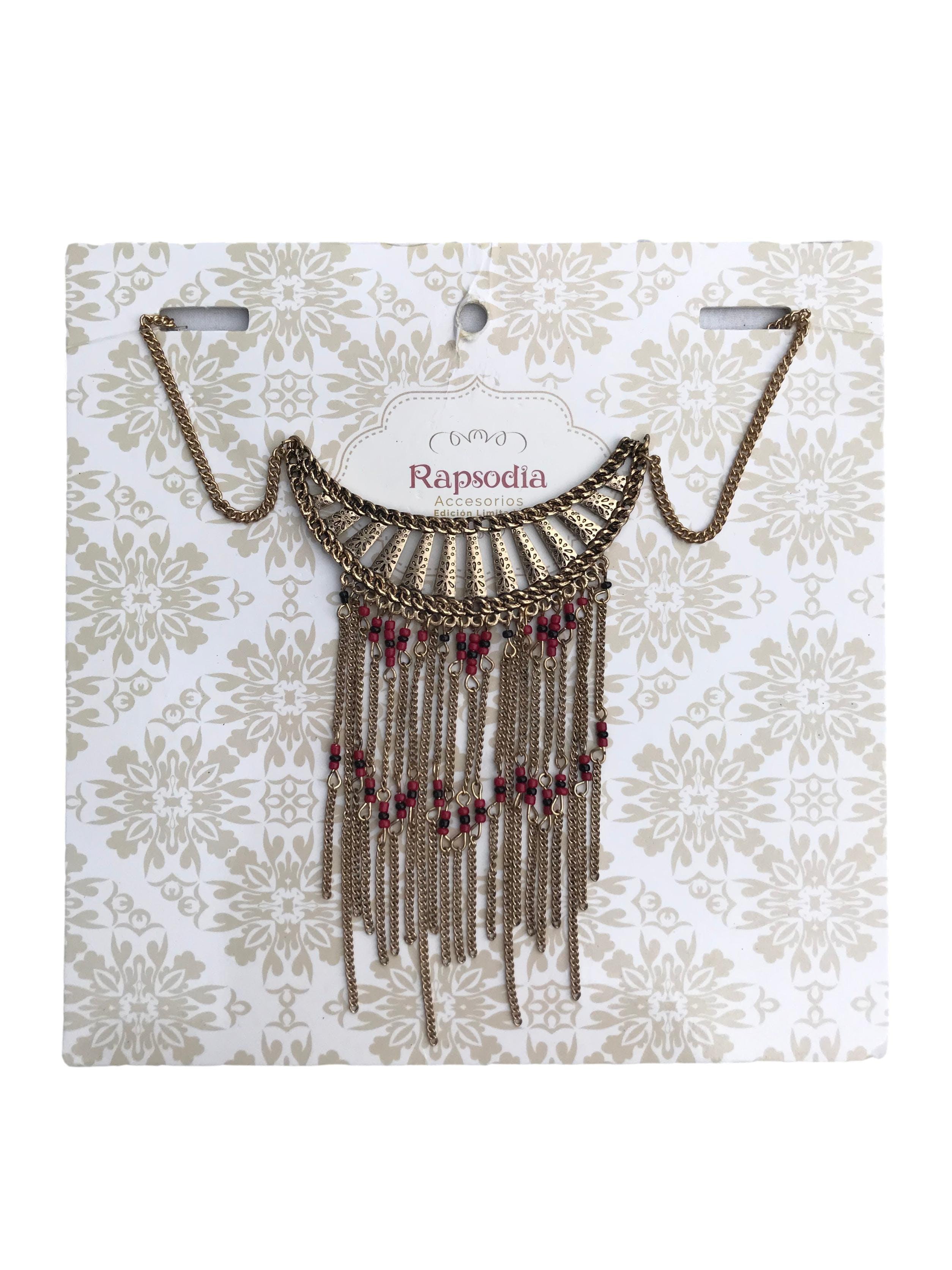 Collar cadena dorada con placa y cadenitas colgantes. Largo 45cm. Nuevo con etiqueta, precio original S/ 29.9