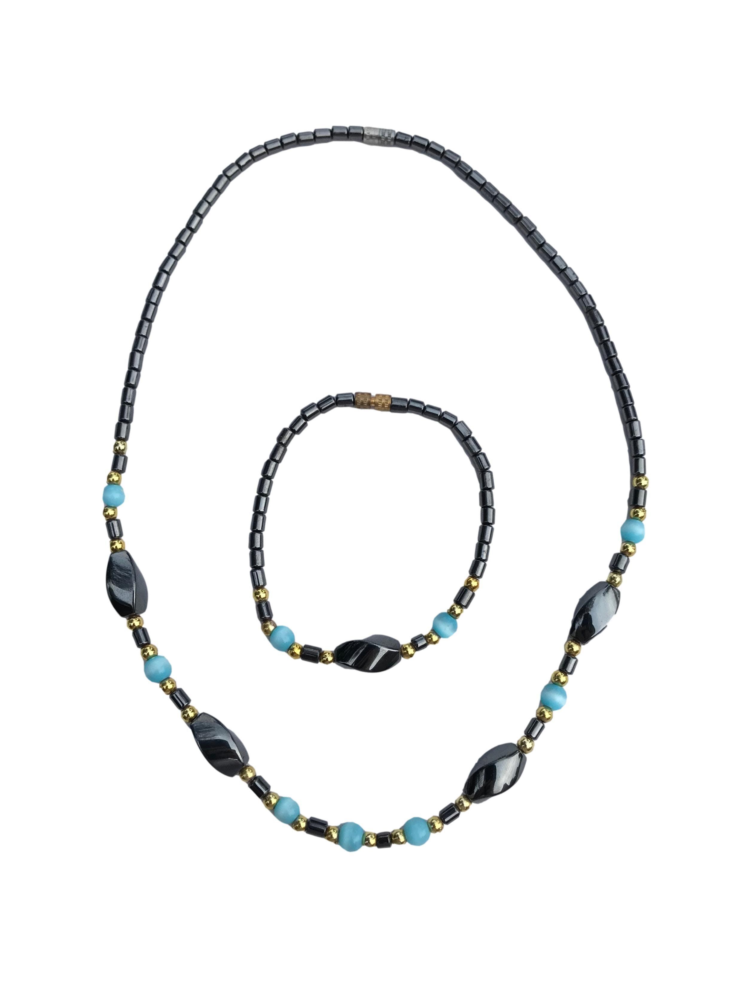 Set collar y pulsera de piedra tipo imán pulido y murano celeste. Largo 46cm