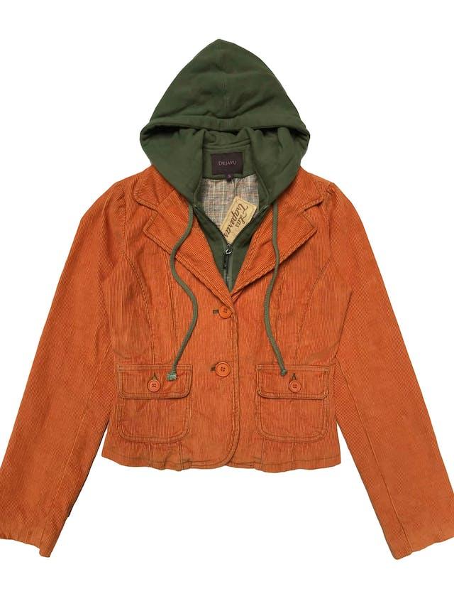 Casaca Dejavu de corduroy anaranjado, con forro, capucha y cierre tipo polera adheridos, 100% algodón. Largo 50cm foto 1