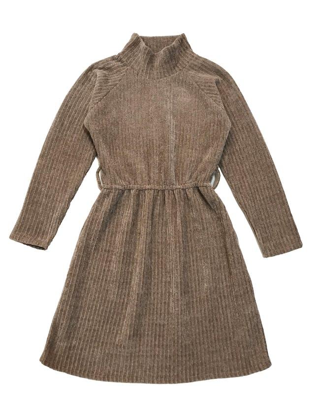 Vestido La Martier de punto grueso con textura acanalada, cuello alto, manga larga y elástico en la cintura. Largo 85cm foto 1
