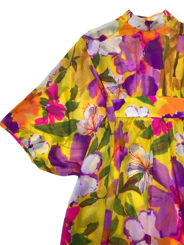 Túnica vintage de gasa amarilla con flores, estilo túnica con elástico interno para acentuar la cintura por adelante. ¡Hermoso y único! Largo 135cm foto 2
