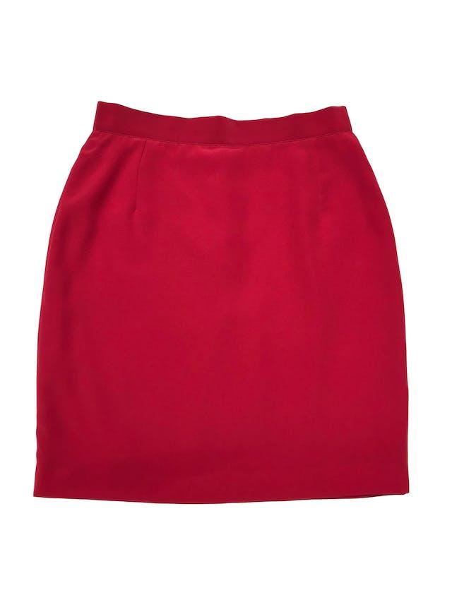 Falda vintage roja con botón, cierre y abertura posterior, lleva forro. Cintura 70cm Largo 49cm. Tiene blazer conjunto. foto 1
