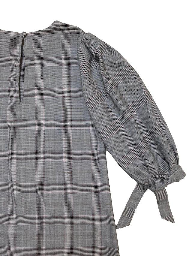 Vestido H&M príncipe de gales corte recto, con botón posterior en el cuello y mangas bombachas con lazo. Busto 92cm Largo 82cm foto 2