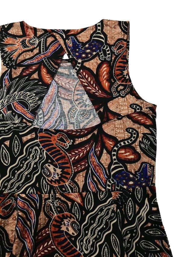Vestido H&M tipo jersey grueso, escote en la espalda, corte a la cintura y falda semicampana. Largo 90cm foto 2