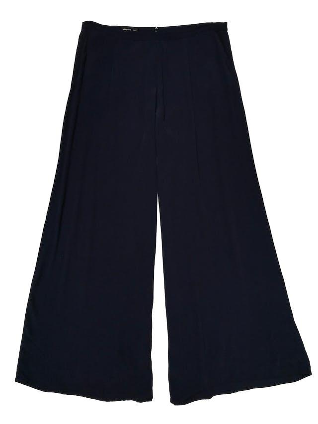 Palazzo Mango azul de tela plana fluida, a la cintura, con cierre posterior y bolsillos laterales. Cintura 88cm Largo 102cm . Precio original S/ 199 foto 1