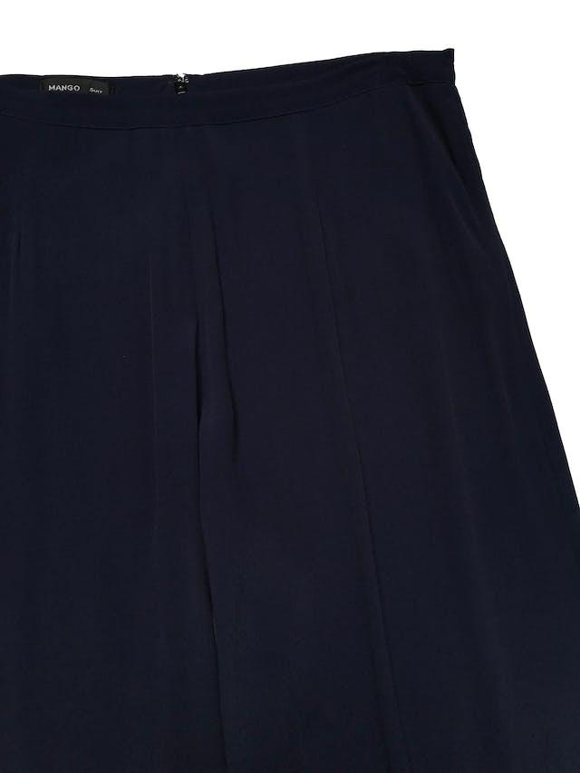 Palazzo Mango azul de tela plana fluida, a la cintura, con cierre posterior y bolsillos laterales. Cintura 88cm Largo 102cm . Precio original S/ 199 foto 2