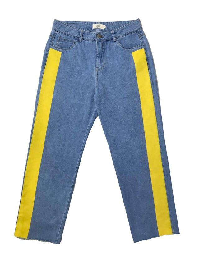 Pantalón Milk a la cintura, denim grueso corte recto con franjas laterales estampadas. Cintura 76cm Largo 90cm. Precio original S/ 169 foto 1