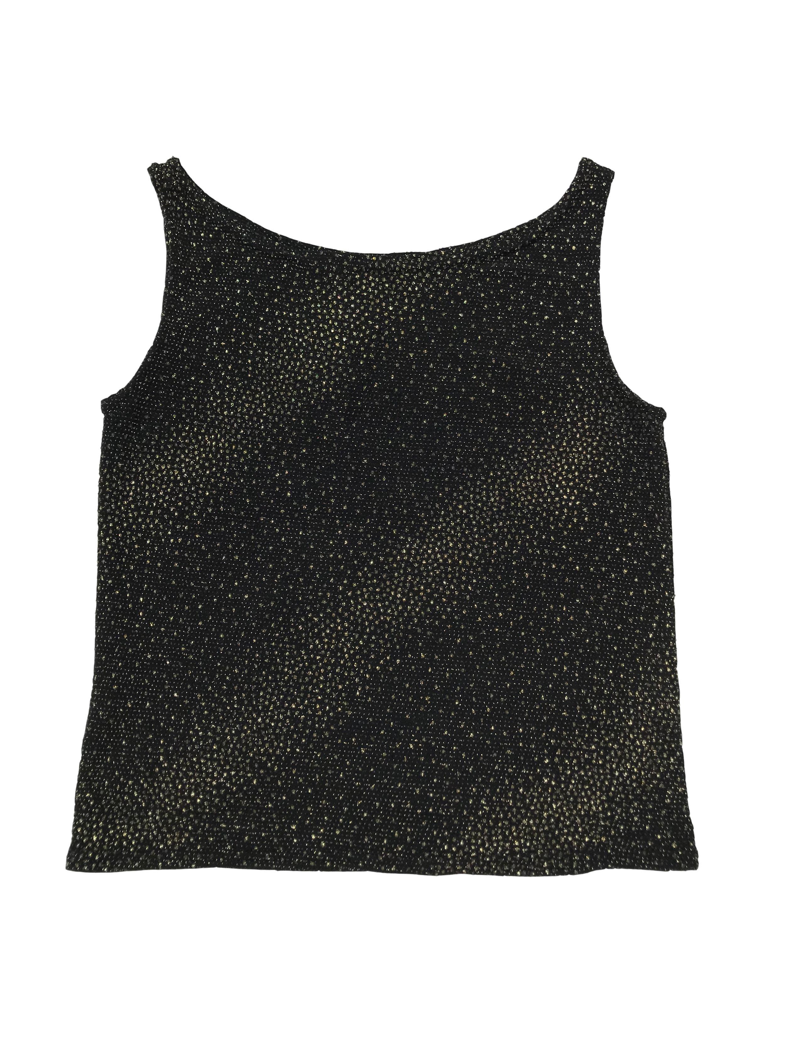 Polo negro con texturas doradas, es stretch. Largo 45cm