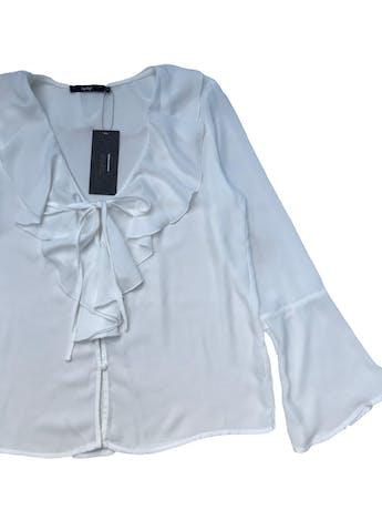 Blusa Topitop de gasa blanca, escote en V con volante y botones, manga larga con puño campana. Busto 100cm  Largo 58cm. Nueva con etiqueta foto 2