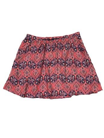 Falda Forever21 estampado rojo y azúl en tela 100% rayón, tiene forro, bolsillos y cierre lateral. Cintura 80cm Largo 42cm foto 1