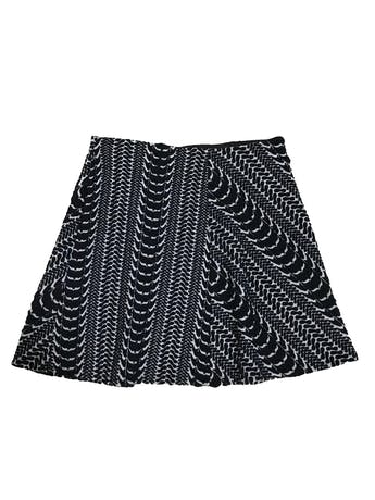 Falda Zara blanca con relieves en azul, línea en A, con elástico en la cintura: 68cm sin estirar Largo 40cm foto 1