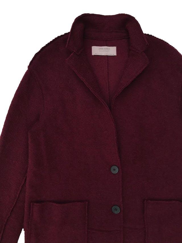 Abrigo oversize Zara de punto con textura acanalada, botones al centro y bolsillos parche adelante. Busto 100cm Largo 80cm foto 2
