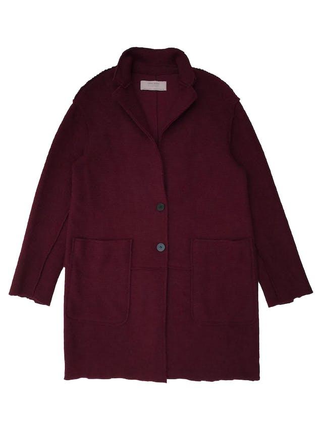 Abrigo oversize Zara de punto con textura acanalada, botones al centro y bolsillos parche adelante. Busto 100cm Largo 80cm foto 1