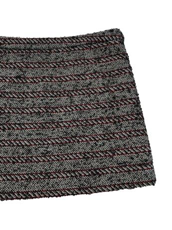 Falda mini Mango mezcla de lana y acrílico, de punto grueso con textura, bolsillo delantero, forro y cierre lateral. Pretina 82cm Largo 37cm. Precio original S/ 199  foto 2