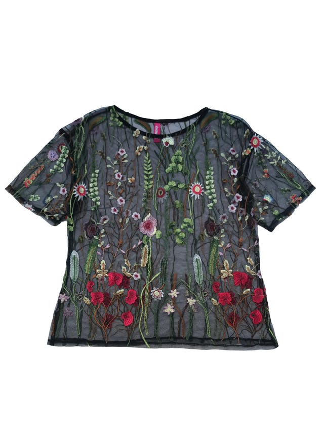 Blusa de tul negra con flores bordadas. Busto 100cm Largo 55cm foto 1