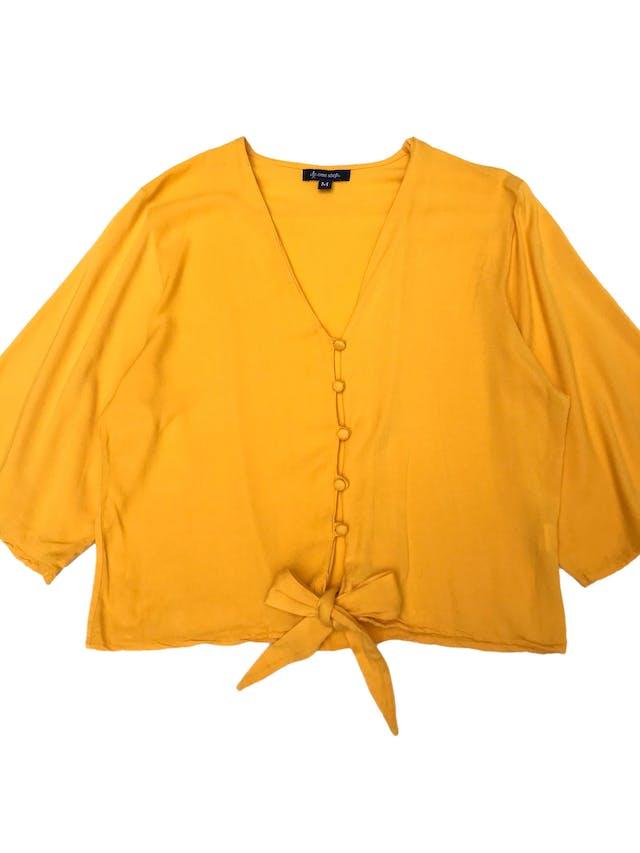 Blusa amarilla 100% rayón con botones al centro y se amarra en la basta. Busto 104cm Largo 47cm foto 1
