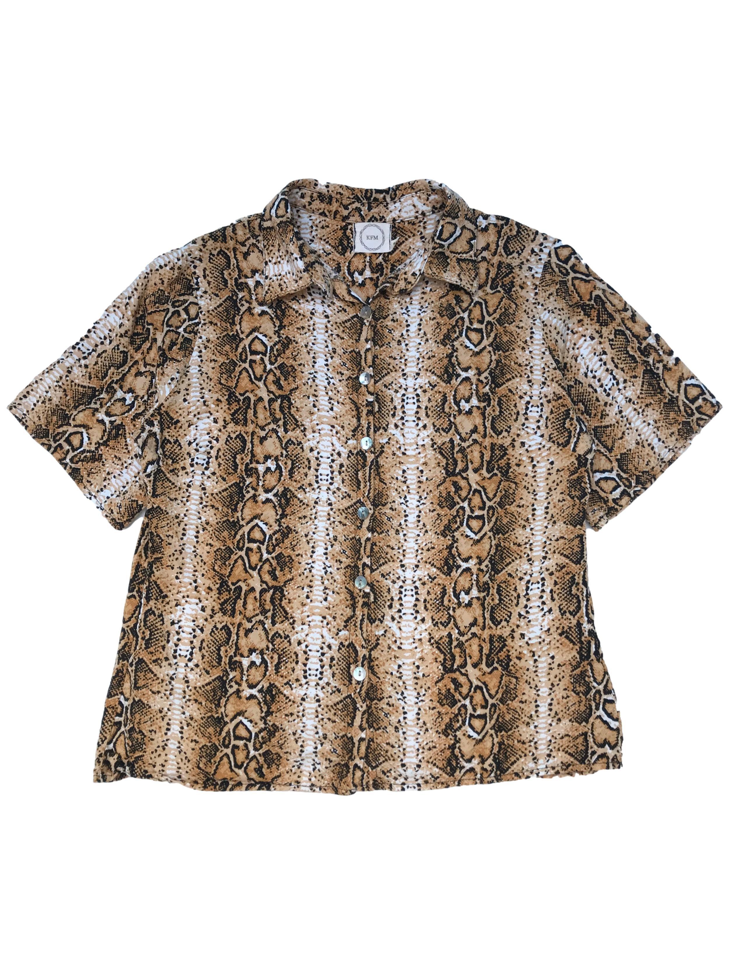 Blusa de rayón con estampado animal print y botones nacarados al centro. Busto 102cm Largo 52cm