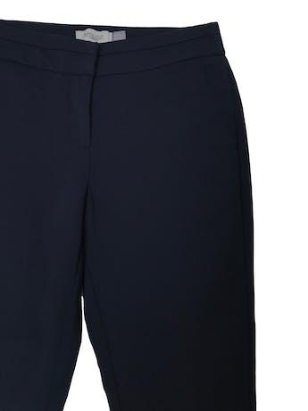 Pantalón Apology tipo sastre slim fit ligeramente stretch, bolsillos laterales y elástico posterior en la pretina. Pretina 75cm sin estirar Cadera 105cm Largo 98cm foto 2