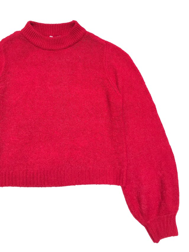 Chompa Clockhouse rojo fresa, cuello alto y mangas globo. Largo 50cm Busto 100cm foto 2