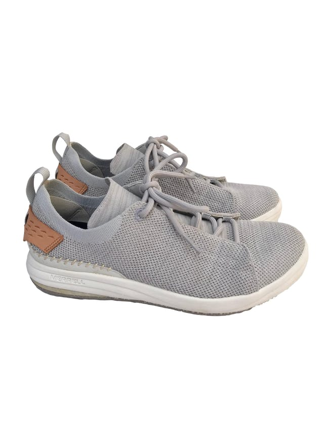 Zapatillas Merrell Gridway Glacier Grey. Este calzado está fabricado con materiales reciclados, desde los pasadores hasta la suela. Estado 9/10 Precio original S/499 foto 1