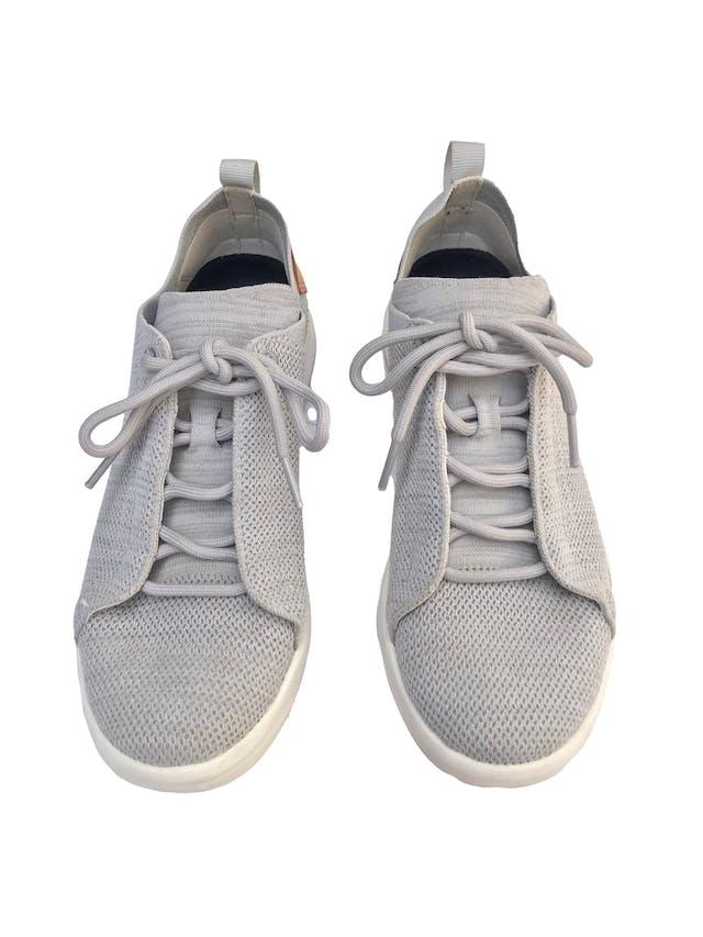 Zapatillas Merrell Gridway Glacier Grey. Este calzado está fabricado con materiales reciclados, desde los pasadores hasta la suela. Estado 9/10 Precio original S/499 foto 2