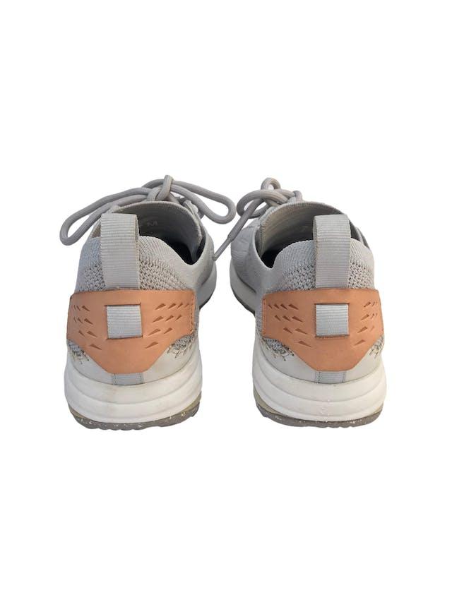 Zapatillas Merrell Gridway Glacier Grey. Este calzado está fabricado con materiales reciclados, desde los pasadores hasta la suela. Estado 9/10 Precio original S/499 foto 3