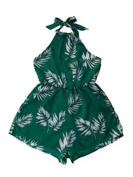 Enterizo short Zaful cuello halter con elástico en la cintura, tela plana fluida verde con estampado de hojas. Largo desde sisa 48cm. Nuevo con etiqueta. foto 1