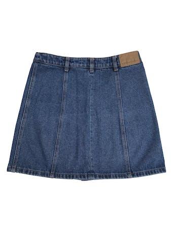 Falda Exit de jean grueso con botones delanteros, 100% algodón. Cintura 72cm Largo 42cm. Precio original S/ 139 foto 2