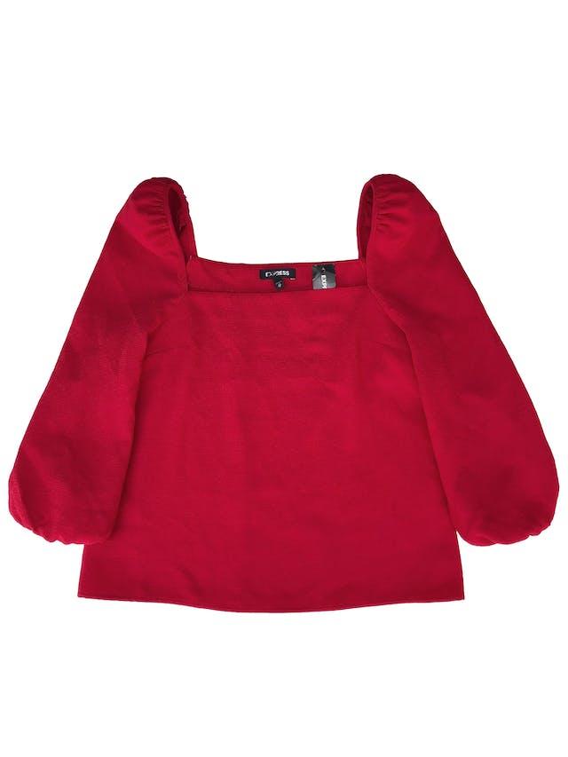 Blusa Express tela gruesa con textura, no stretch, cuello cuadrado, mangas 3/4 abullonadas con elástico en puños. Busto 90cm Largo 55cm. Nueva con etiqueta, precio original S/ 250 foto 1