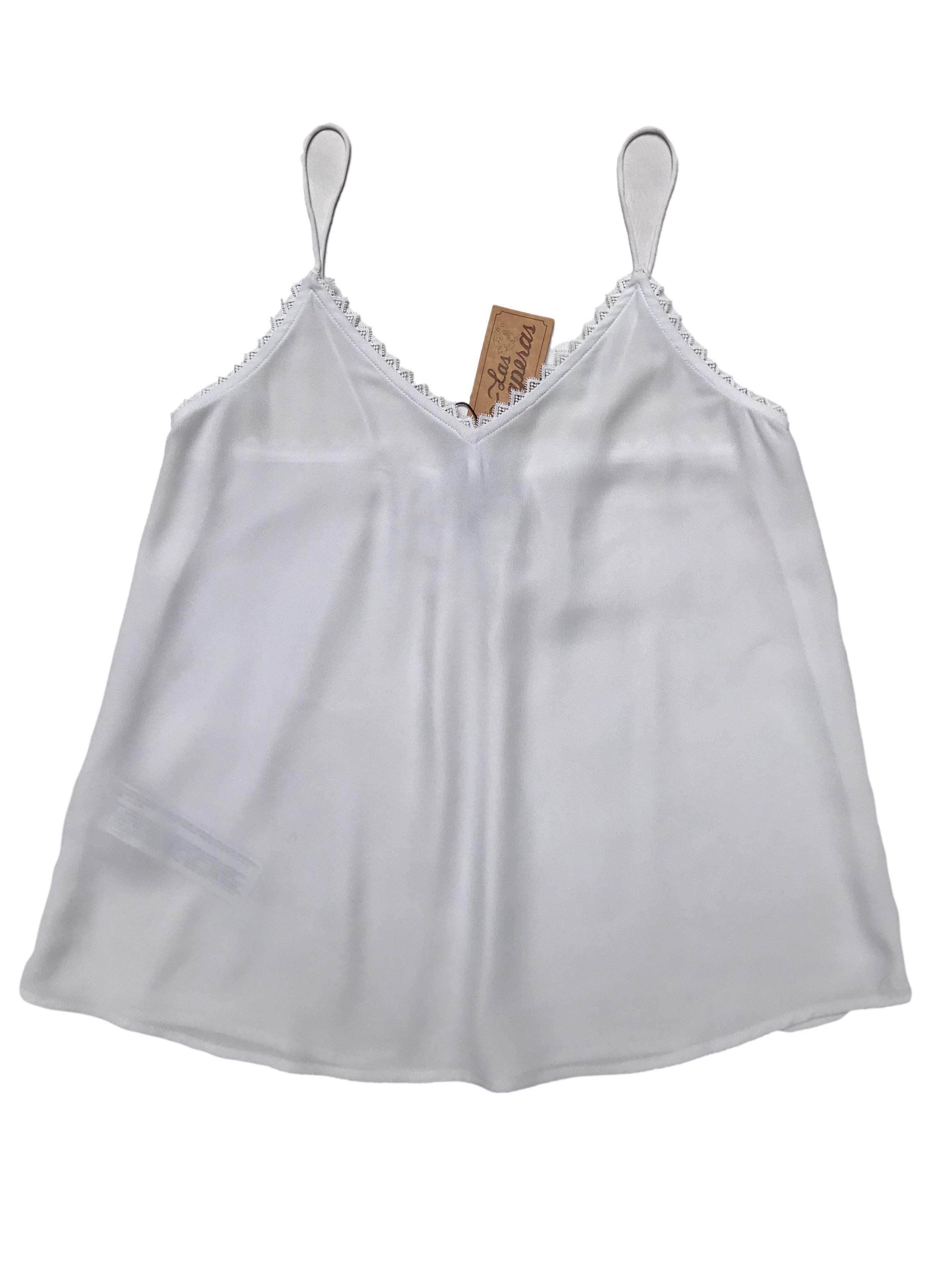 Blusa blanca Mango de tiritas, tela crepé con guipur en escote, es suelta. Busto 80cm Largo desde sisa 37cm