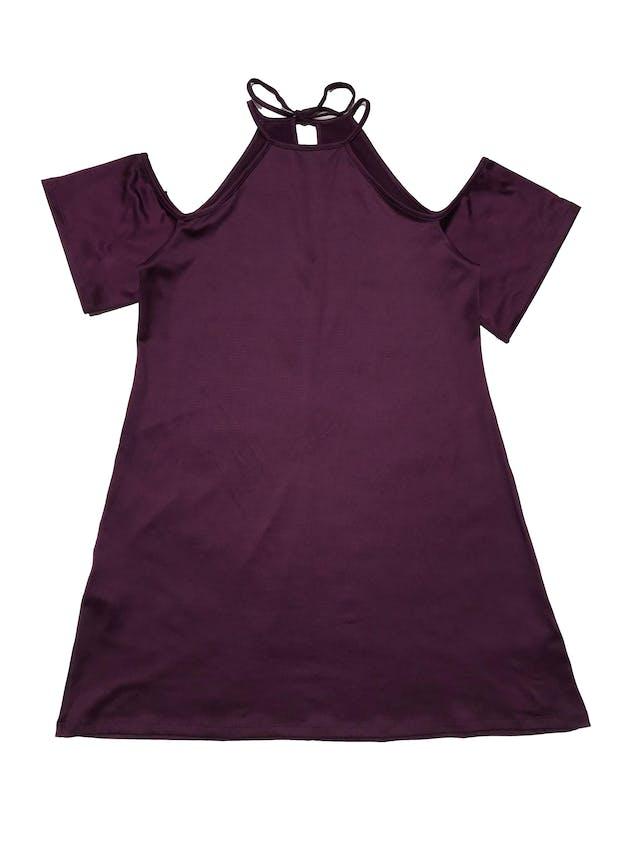 Vestido de lycra morada, hombros descubiertos, se amarra atrás en el cuello. Largo desde sisa 58cm foto 1