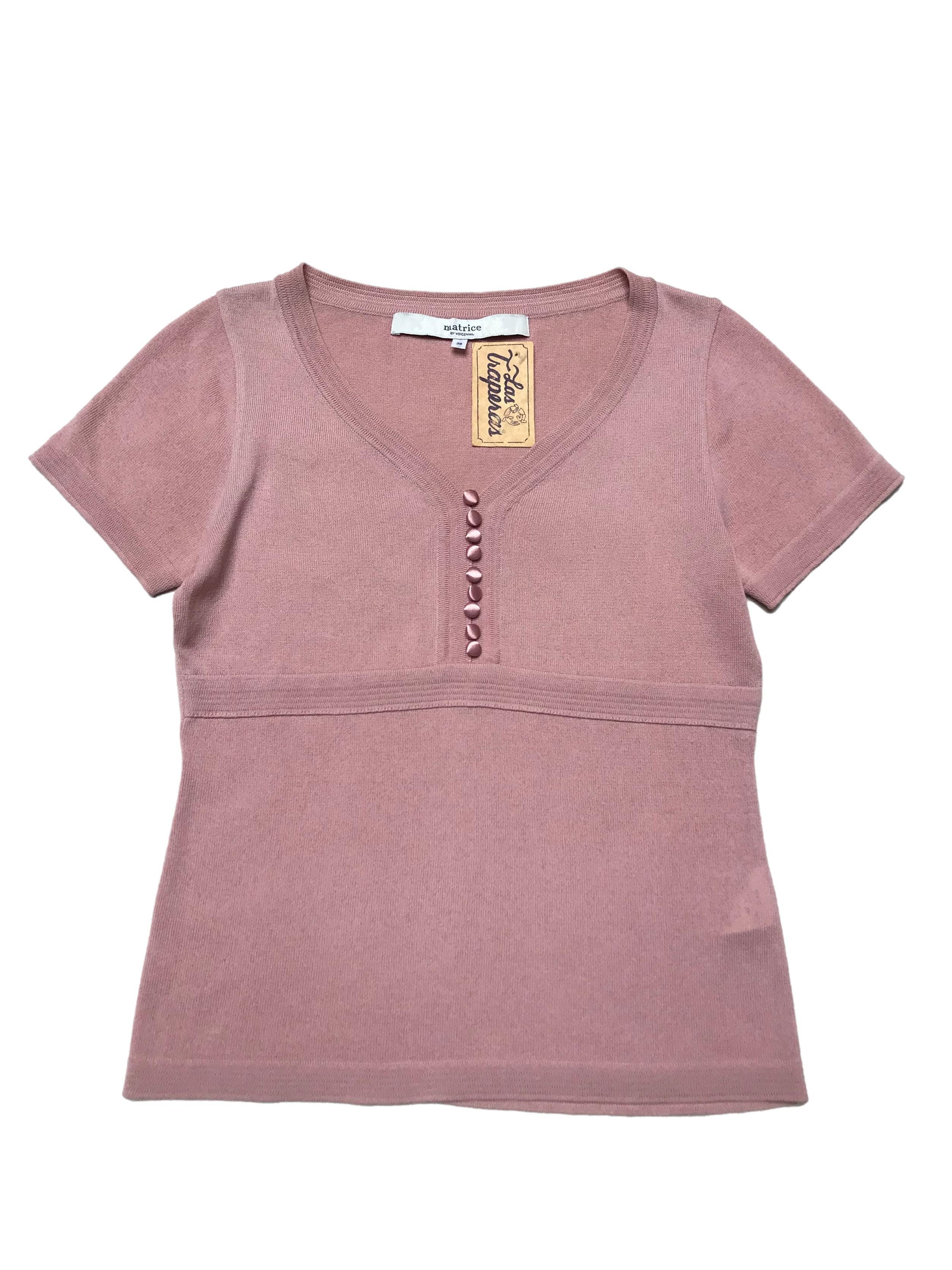 Polo de hilo palo rosa con escote en V y botones forrados. Largo 52cm