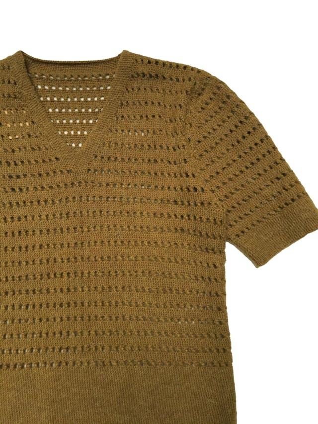 Chompa de tejido calado, manga corta y cuello en V.  Ancho 92cm sin estirar Largo 60cm foto 2