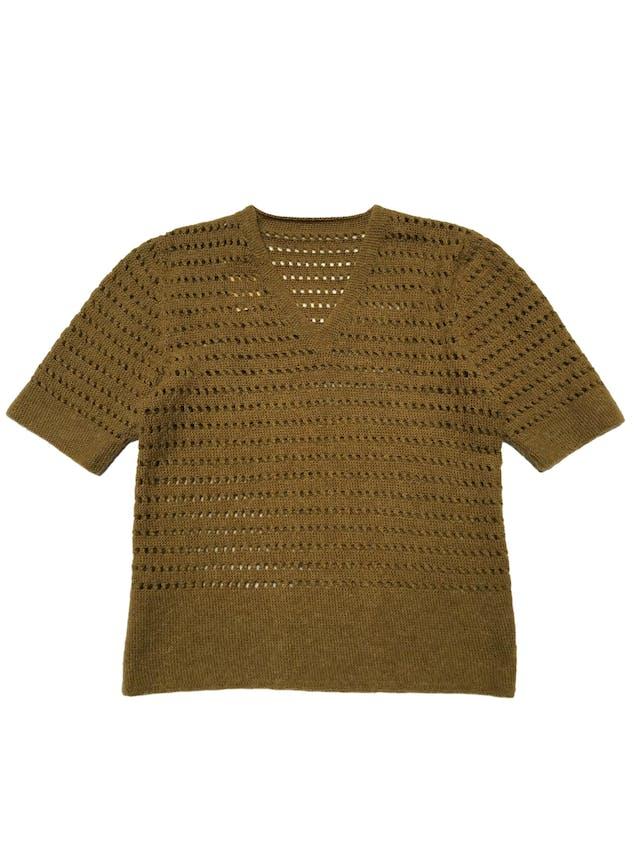 Chompa de tejido calado, manga corta y cuello en V.  Ancho 92cm sin estirar Largo 60cm foto 1